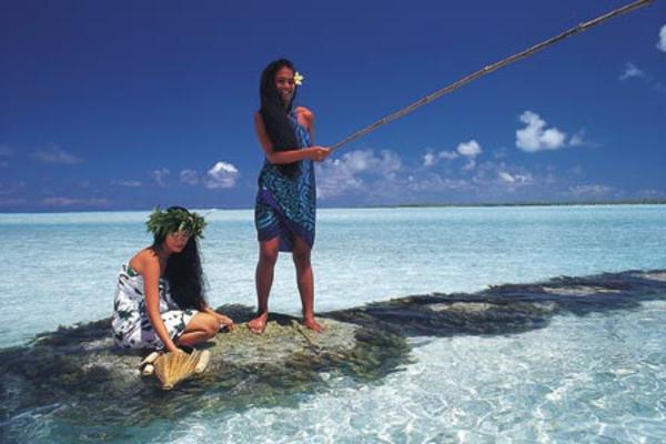 urlaub-in-französisch-polynesien-zwei-hübsche-frauen