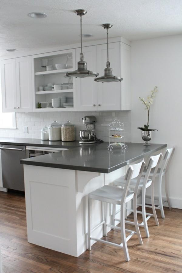weiße-Küchenmöbel-Interior-Design-Ideen-Bodenbeläge-aus-Holz