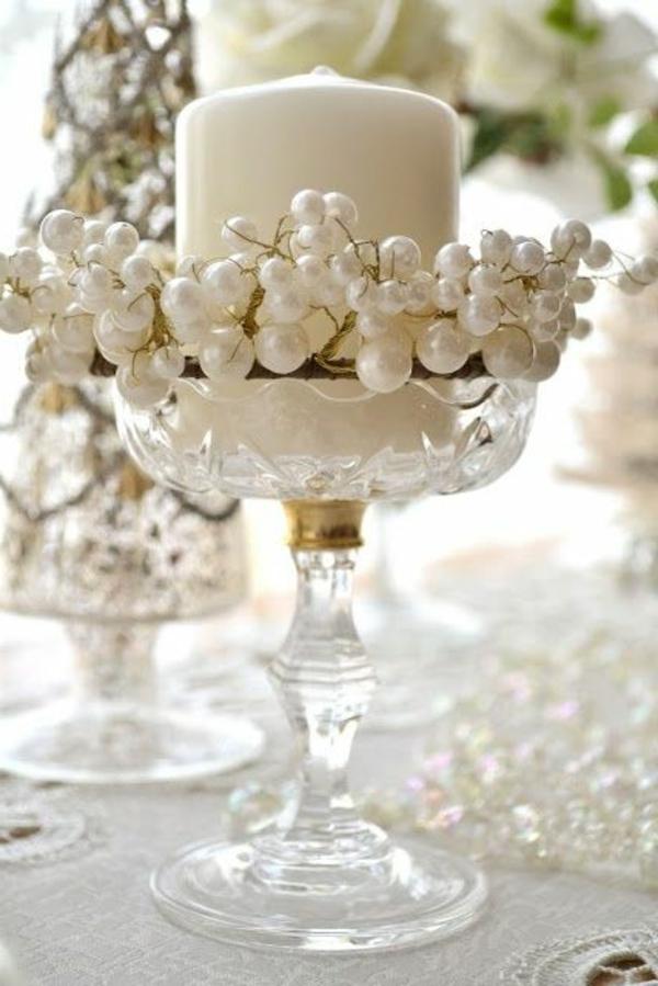 weiße-Kerze-Tischdeko-Weihnachten-Weihnachtsideen-Tischdeko-Ideen