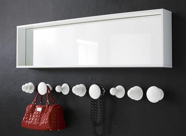 weiße-Kleiderhaken-effektvolle-Lösung-für-Aufhängen-von-Kleidern