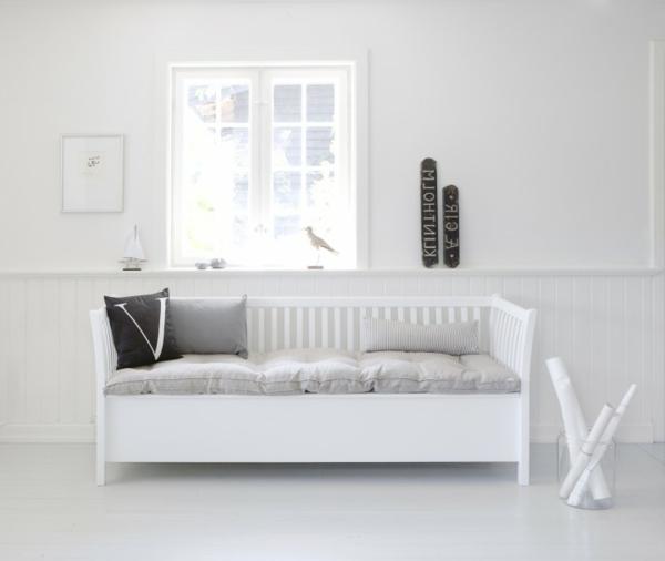 -weiße-Sitzbank-Flur-fantastisches-Design