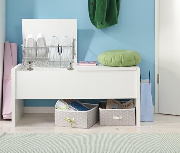 weiße--Sitzbank-für-den-Flur-mit-tollem-Design