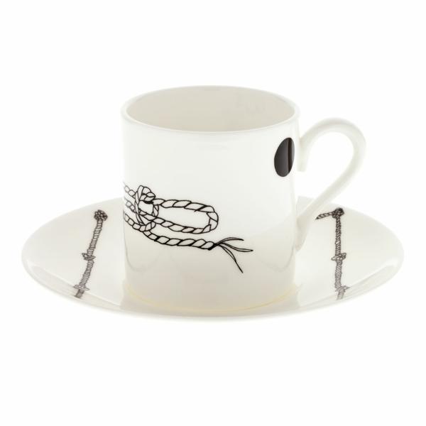 weiße-espressotassen-weißer-hintergrund