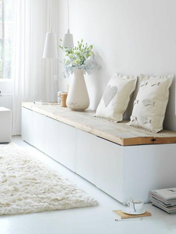 weiße-moderne-Sitzbank-für-den-Flur