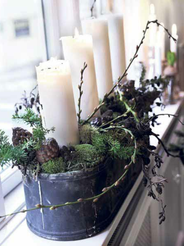 weiße-schöne-kerzen-fensterdeko-zu-weihnachten