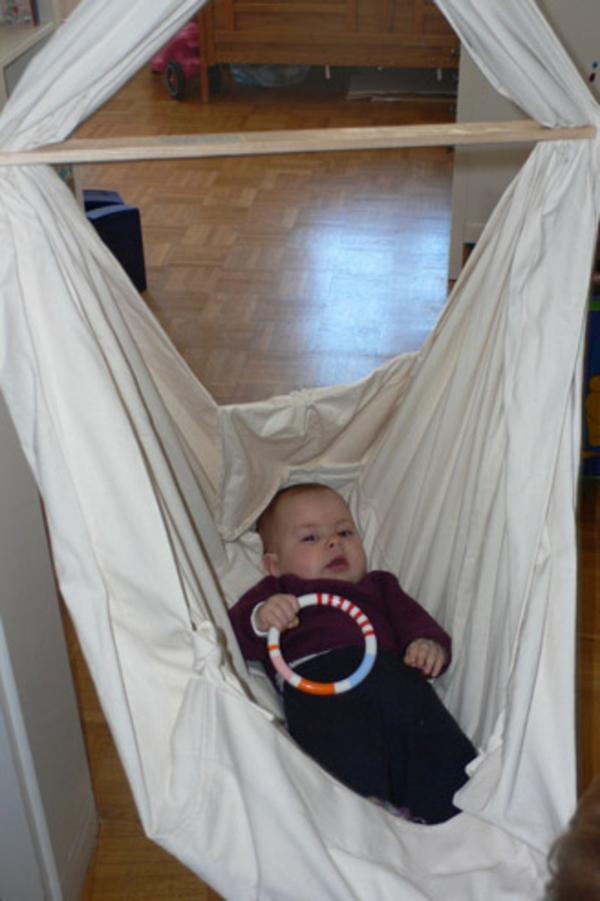 weiße-super-große-und-schöne-baby-hängematte
