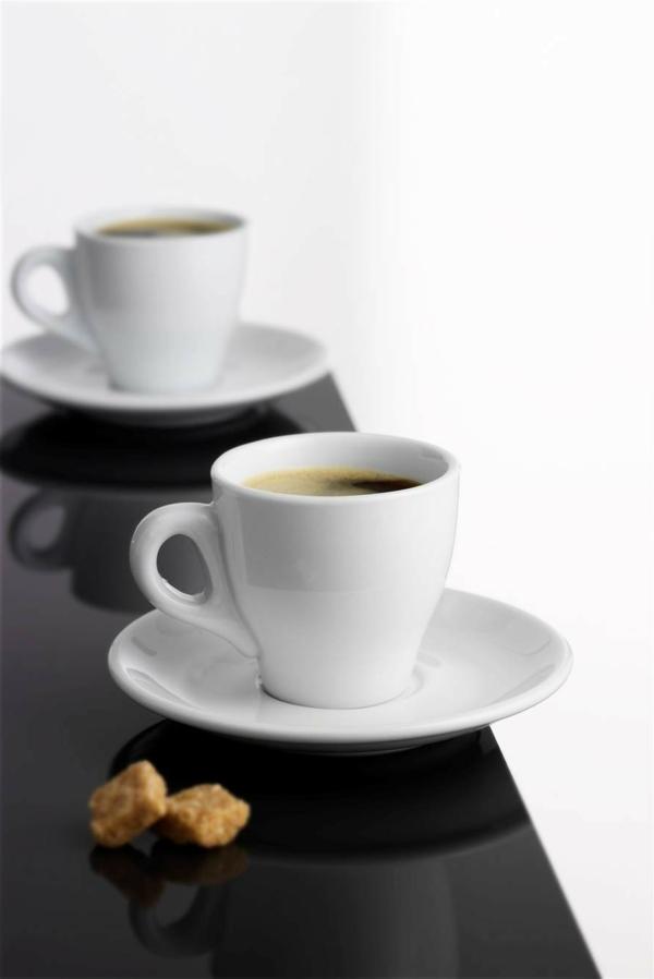 weiße-ultramoderne-espressotassen