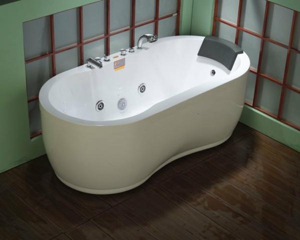 weiße-und-moderne-badewanne-mit-schürze