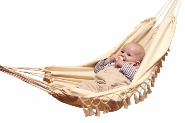 weißer-hintergrund-cooles-aussehen-baby-hängematte