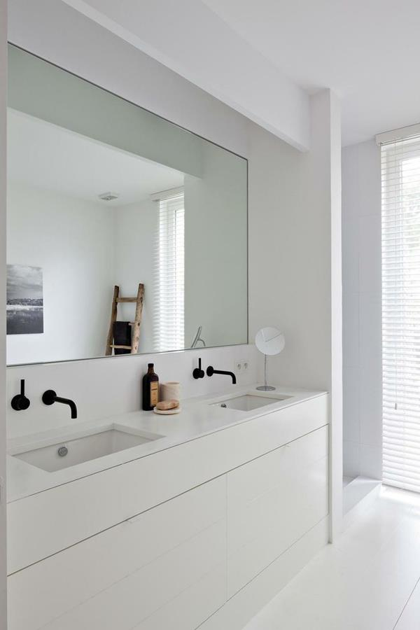 weißes-Badezimmer-weiße-Farbe-Wandgestaltung