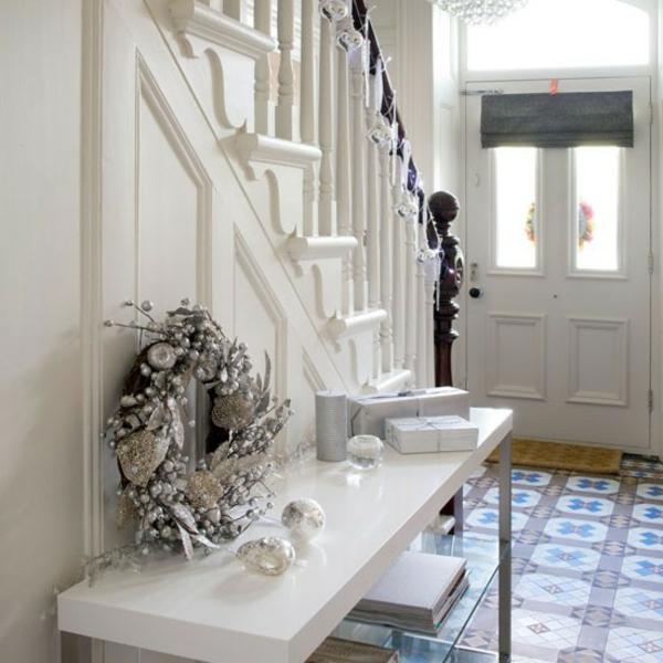 weißes-Holz-modernen-Flur-gestalten-mit-einer-Sitzbank