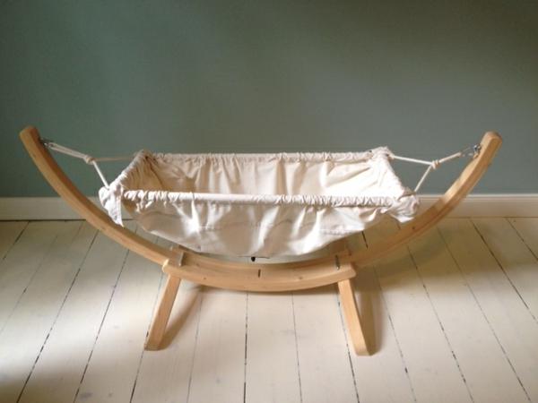 weißes-modell-von-einer-baby-hängematte