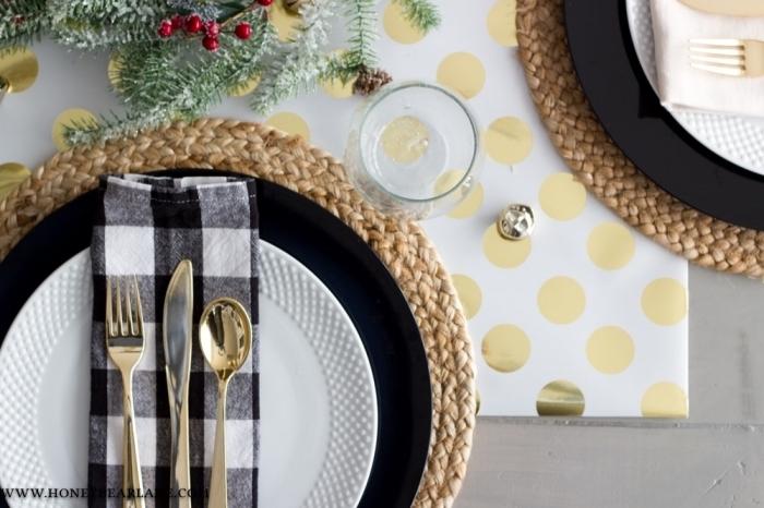 wiehnachtliche tischdeko inspirationen, esstischdeko in gold, schwarz und weiß, festliche tischdekoration