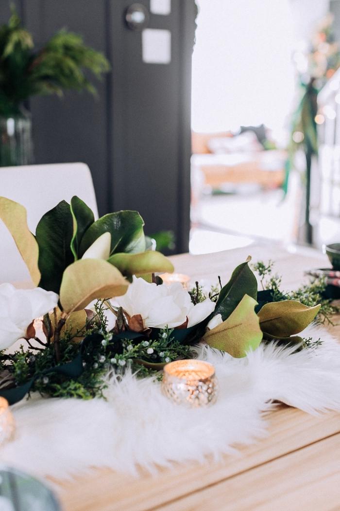 weihnachtsdeko basteln für den tisch, tischläufer aus kunstfell und blätter, goldene teelichter