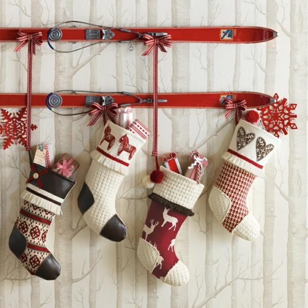 weihnachtsdeko-ideen-coole-hängende-socken