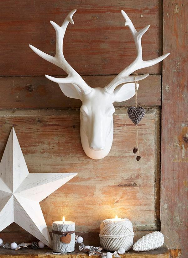 weihnachtsdeko-ideen-damhirschkopf-in-weiß