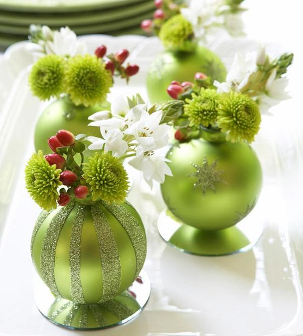 elegante grüne kugeln - ideen für weihnachtsdeko