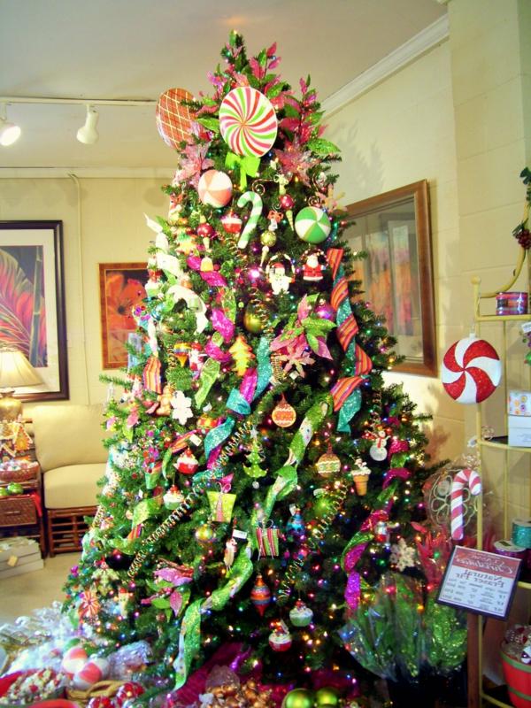 weihnachtsdeko-ideen-großer-schöner-tannenbaum