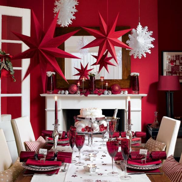 weihnachtsdeko-ideen-rote-hängende-sterne