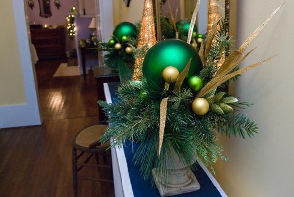 weihnachtsdeko-ideen-schöne-grüne-kugeln