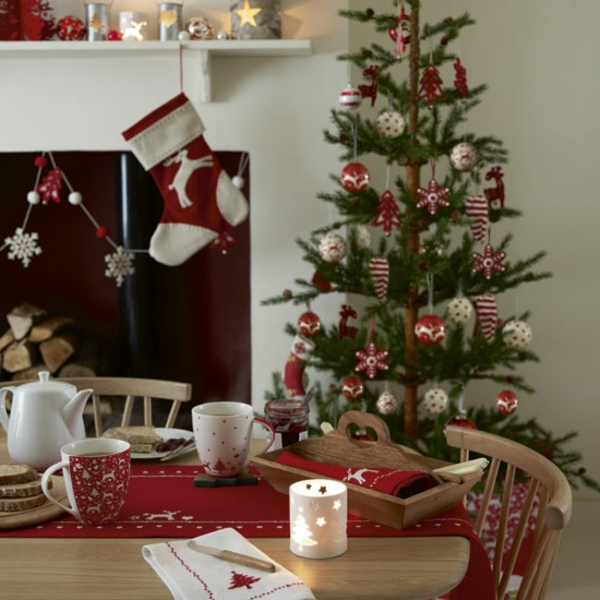 weihnachtsdeko-ideen-tannenbaum-und-kamin