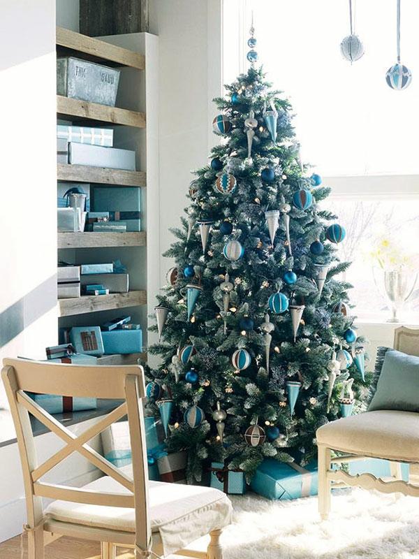weihnachtsdeko-ideen-wunderschönes-zimmer-mit-einem-tannenbaum