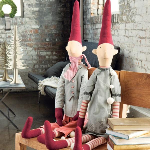 weihnachtsdeko-ideen-zwei-coole-puppen