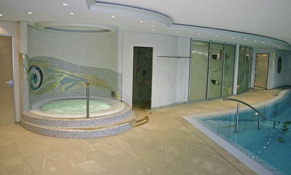 whirlpool- sehr groß und modern