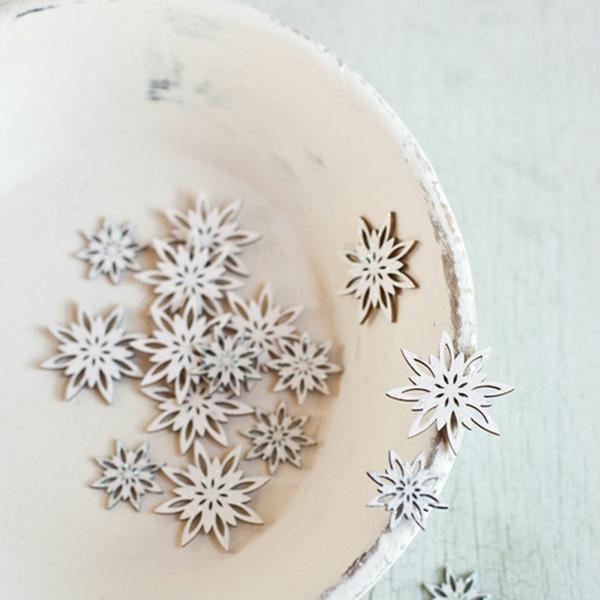 weiße weihnachtsdeko - schöne kleine schneeflocken