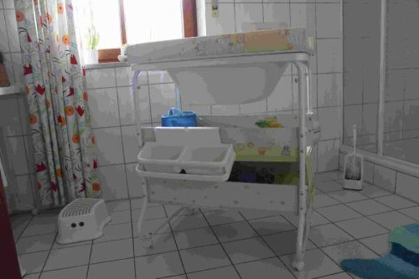 wickeltisch-mit-badewanne-coole-gestaltung
