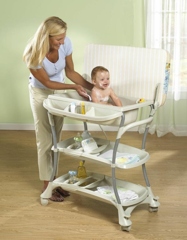 super schönes modell vom wickeltisch mit wanne - mutti und baby
