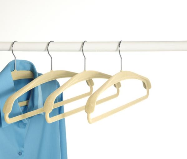 wohnidee-holzkleiderbügel-mit-schönem-design-hochwertige-materialien