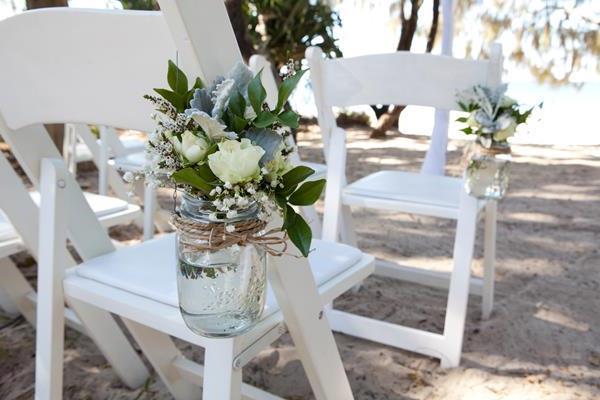 wunderbare-Blumen-in-Gläsern