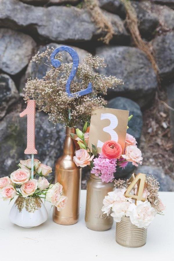 wunderschöne-elegante-Hochzeitsdeko-mit-Blumen--