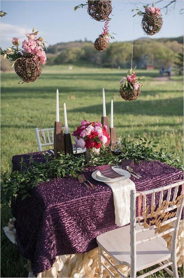 -wunderschöne-elegante-Hochzeitsdeko-mit-Blumen-