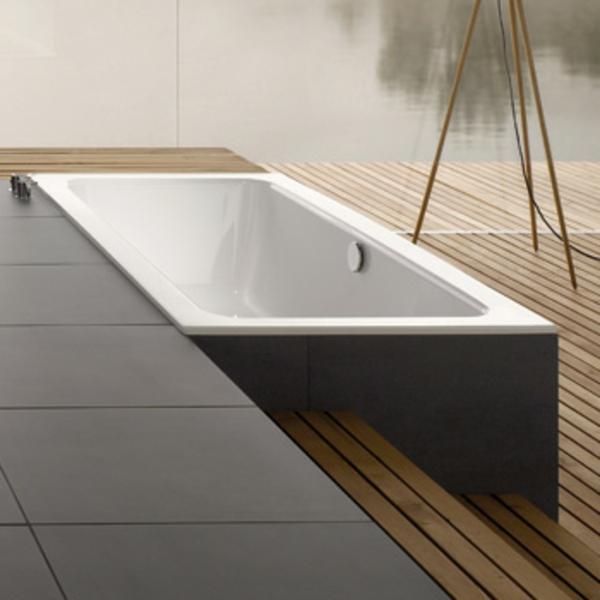 wunderschöne-graue-badewanne-mit-schürze