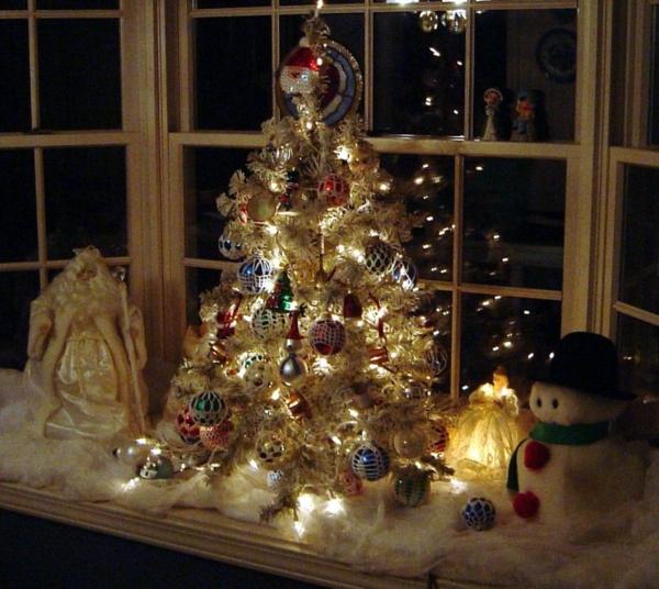 wunderschöne-interessante-fensterdeko-zu-weihnachten