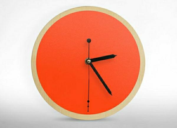 wunderschöne-moderne-Wanduhren-mit-faszinierendem-Design-in-Orange