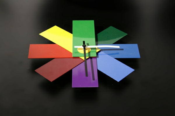 wunderschöne-moderne-Wanduhren-mit-faszinierendem-Design-in-vielen-Farben