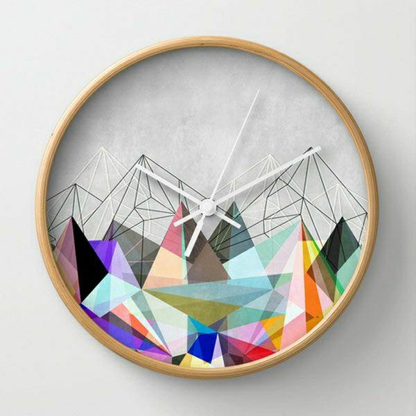 wunderschöne-runde-Uhr-mit-vielen-Farben