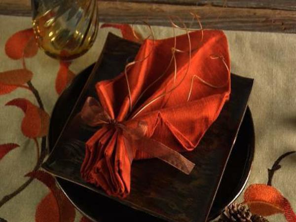 wunderschöne-servietten-falten-weihnachten-dekoration