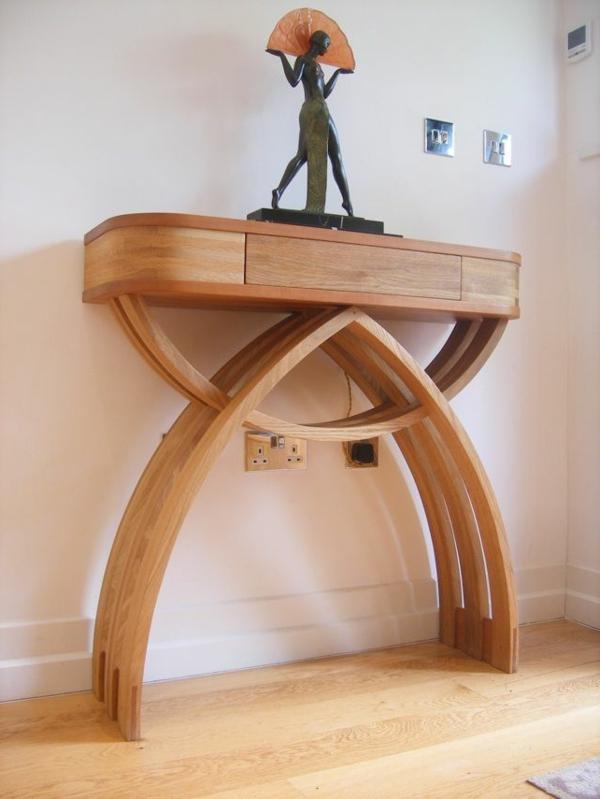 wunderschöner-Holztisch-mit-unikalem-Design