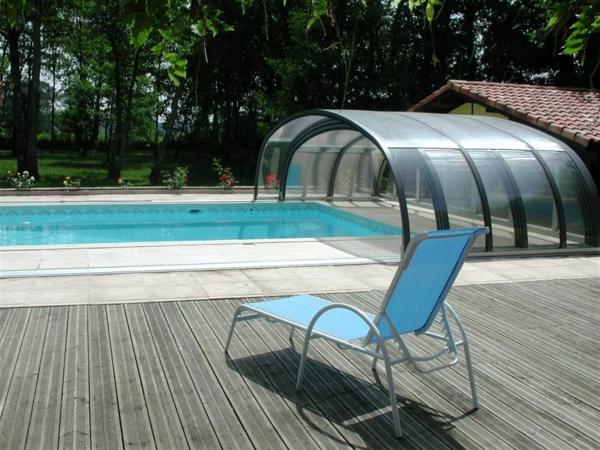 Überdachung-Pool-mit-Schienen