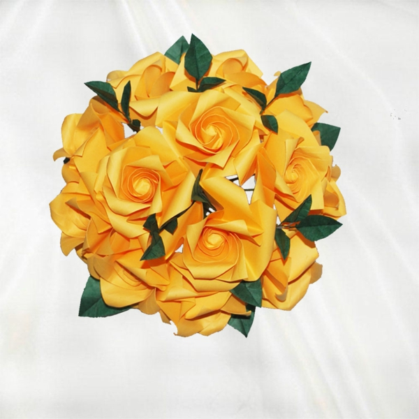 rosen-gelb-gefaltet-origami