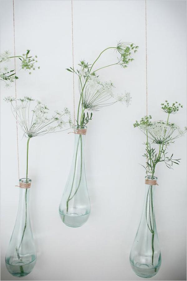glasbehälter-mit-hängenden-pflanzen