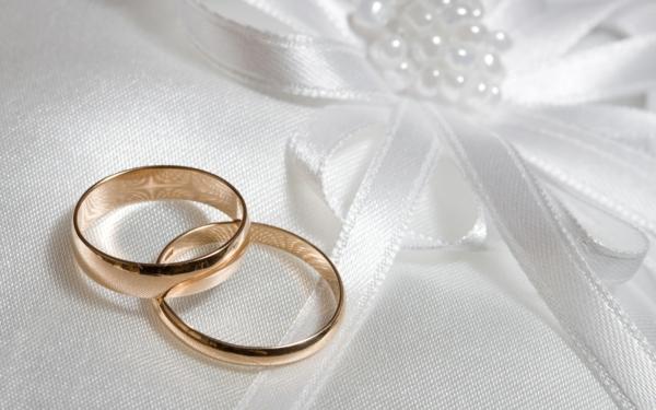 checkliste für hochzeit machen - sehr elegante verlobungsringe