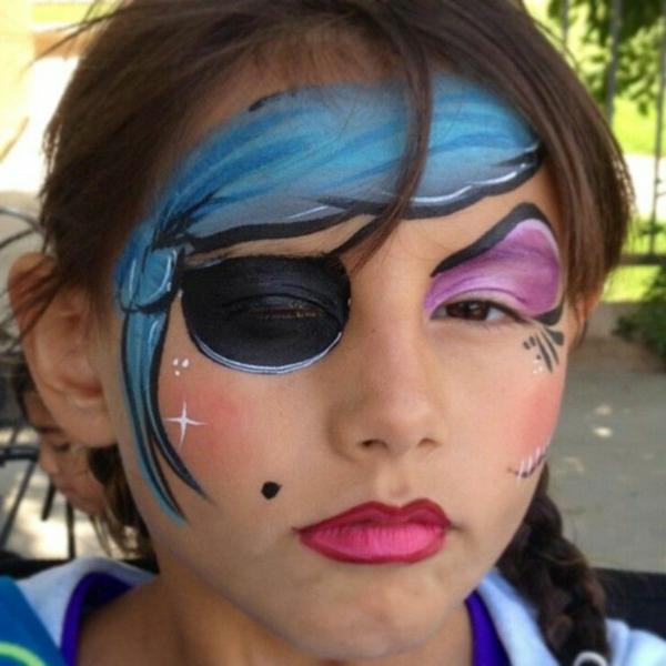 piratschminken - lustiges aussehen eines mädchens- sehr cooles foto