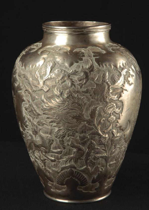 vase-silber-ornamente