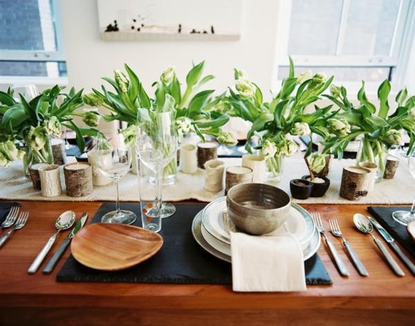 tulpen-kerzen-weiß-holzgeschirr-tischdeko