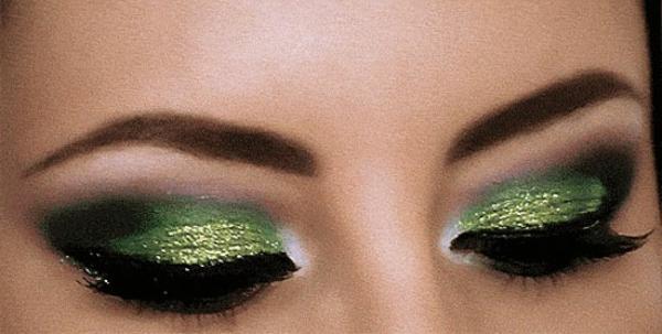 coole augen mit grünem make up
